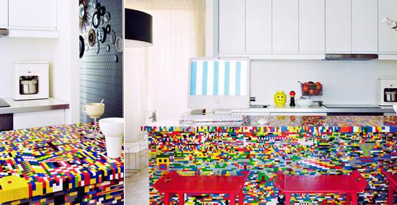Tisch aus Legobausteinen