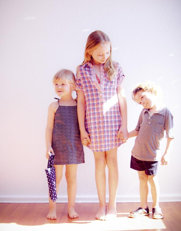 Kleid: kidscase, Hemd: roxy, Polo: kidscase, Short: Ferienkinder