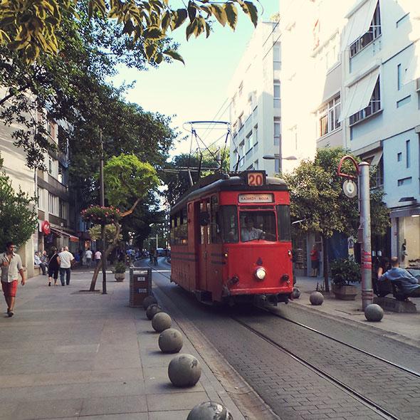 Istanbul mit Kind - Tram in Kadiköy