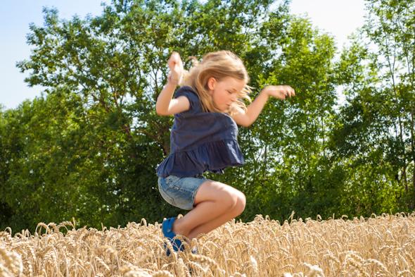 Weizenernte - Anna im Kornfeld