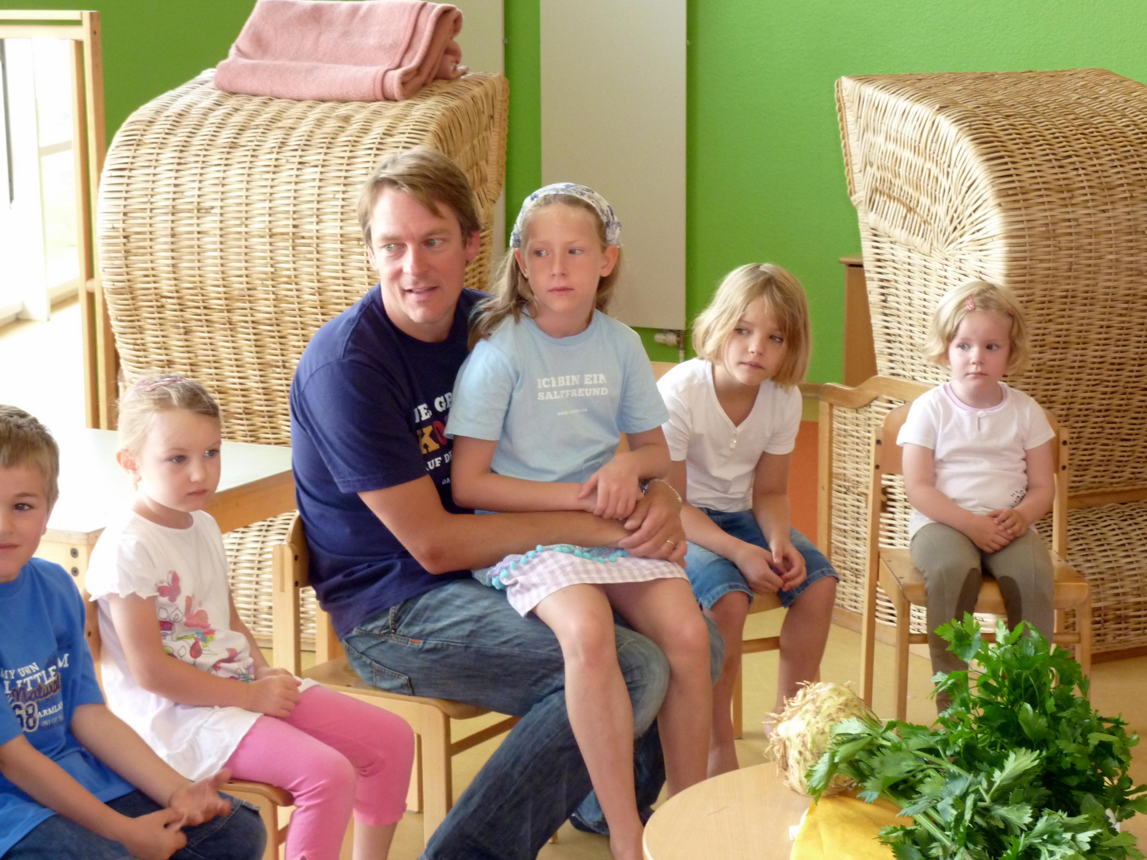 Norderney - Michael König kocht mit Kindern in der Kleinen Robbe