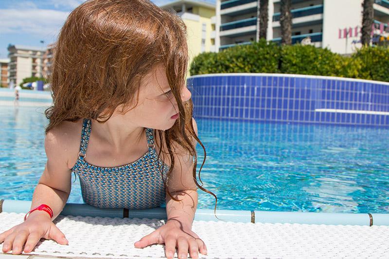 pool-bibione-guenstig-urlaub