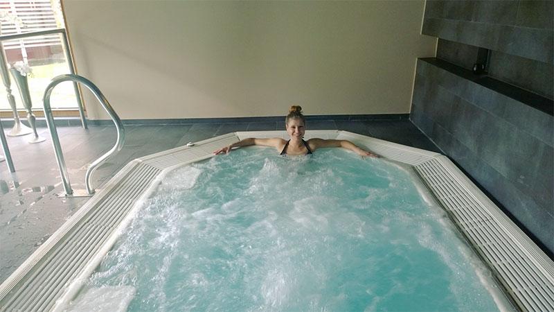 wellnessurlaub-kuschlhotel-gams-whirlpool