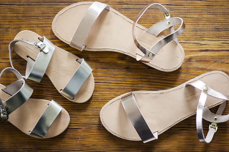 sandalen mit pompoms