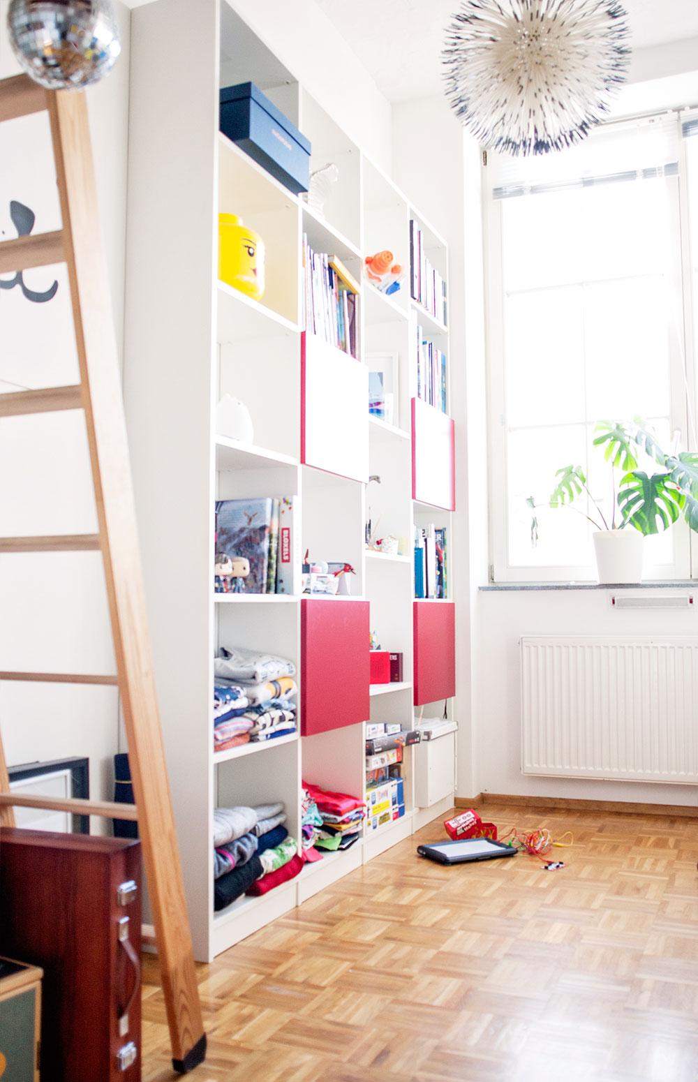 Kleines Kinderzimmer Regalidee