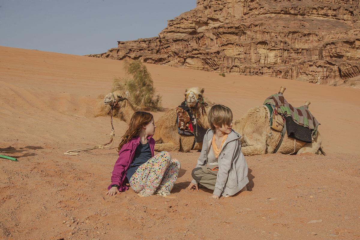 mit kindern nach jordanien reisen wadi rum kamelreiten