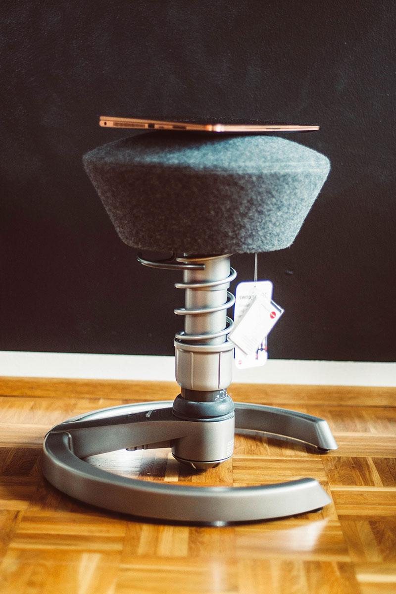 f r gesundes sitzen ein swopper f r den geraden r cken butterflyfish. Black Bedroom Furniture Sets. Home Design Ideas
