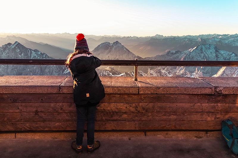 urlaub in den alpen zugspitze sonnenaufgangsfahrt